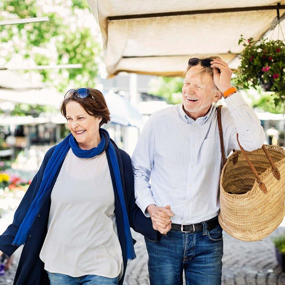 sea meadow couple shopping